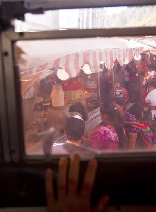 Panama-Vancouver. Pullman al mercato di Cicicastenango, Guatemala